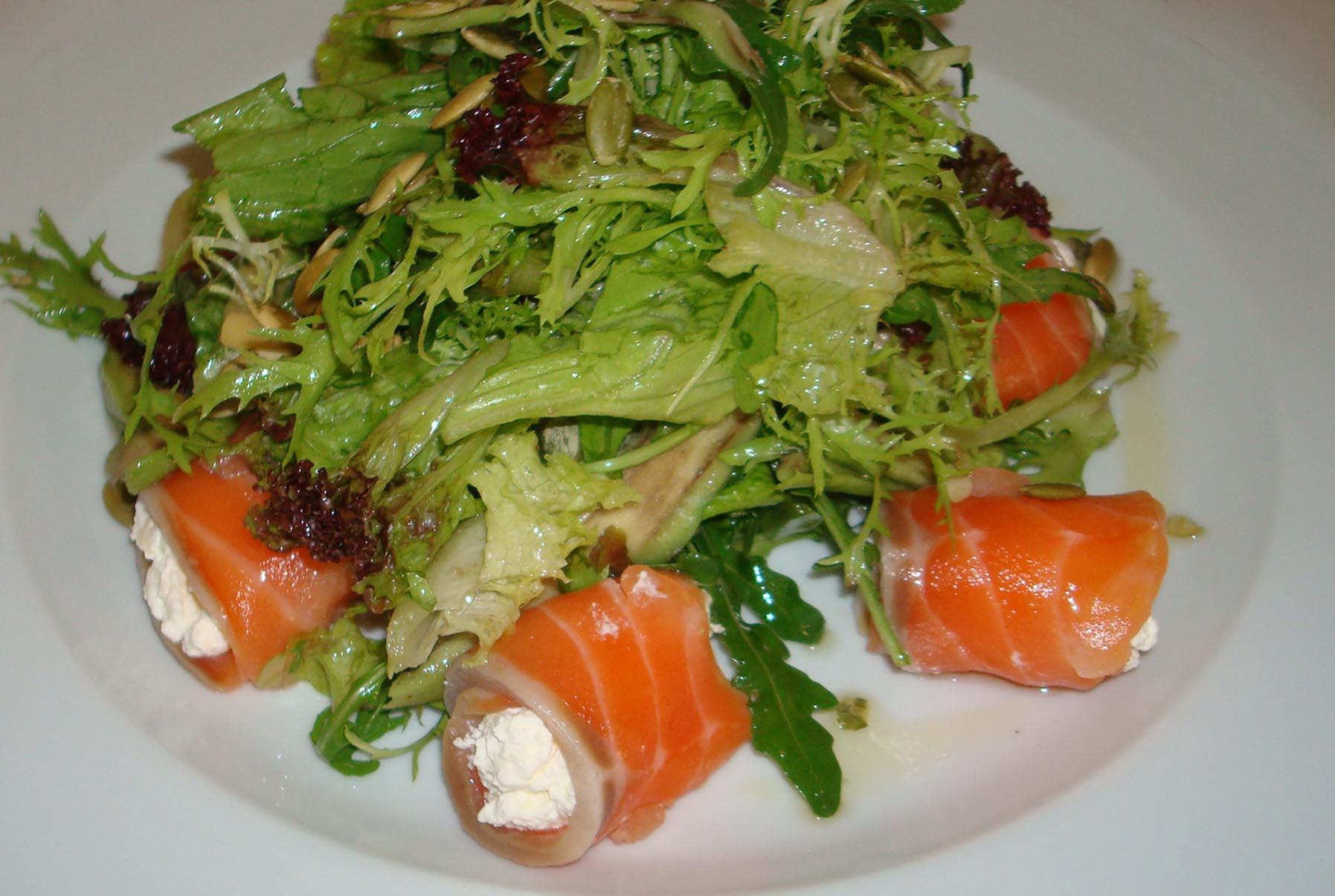 рецепт салата из консервированной семги рецепт